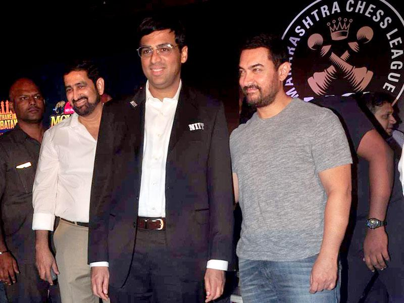 Anand and Khan pose for cameras. Aamir said he finds his Dhoom: 3 co-star Katrina Kaif to be a good competitor in chess.