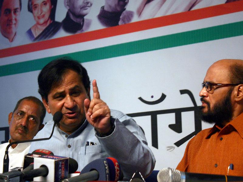 Congress general secretary Shakeel Ahmad addressing a press conference at party state headquarters, in Bhopal on Saturday. (Bidesh Manna/HT photo)