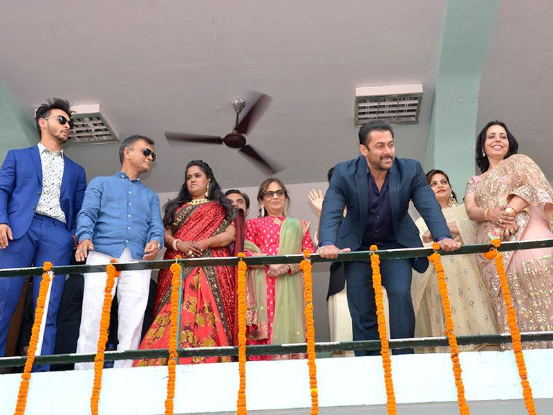 Salman and the couple was accompanied by Salman's brother Sohail and mother Salma, and Aayush's parents. (HT photo)