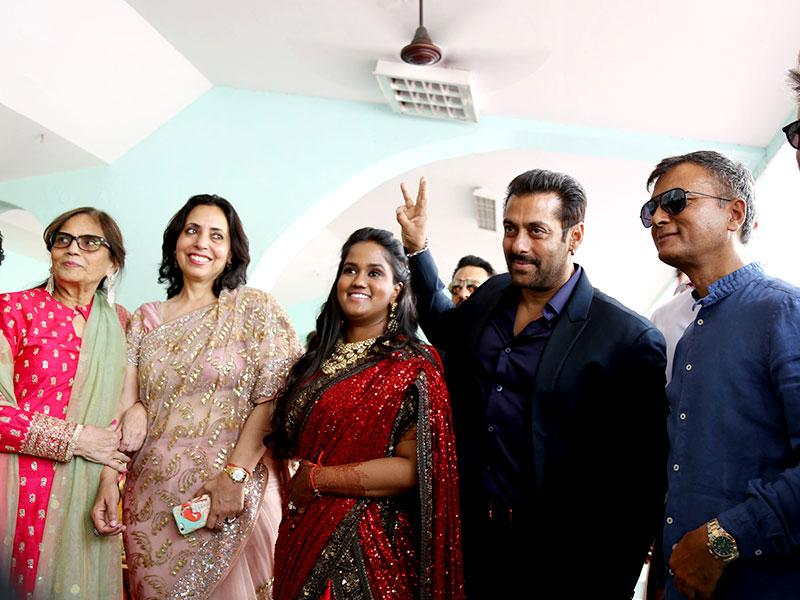 Salman Khan visited Mandi, Himachal Pradesh, to attend the reception of sister Arpita Khan in groom Aayush's hometown. Arpita married Aayush in Hyderabad almost six months ago. (HT photo)