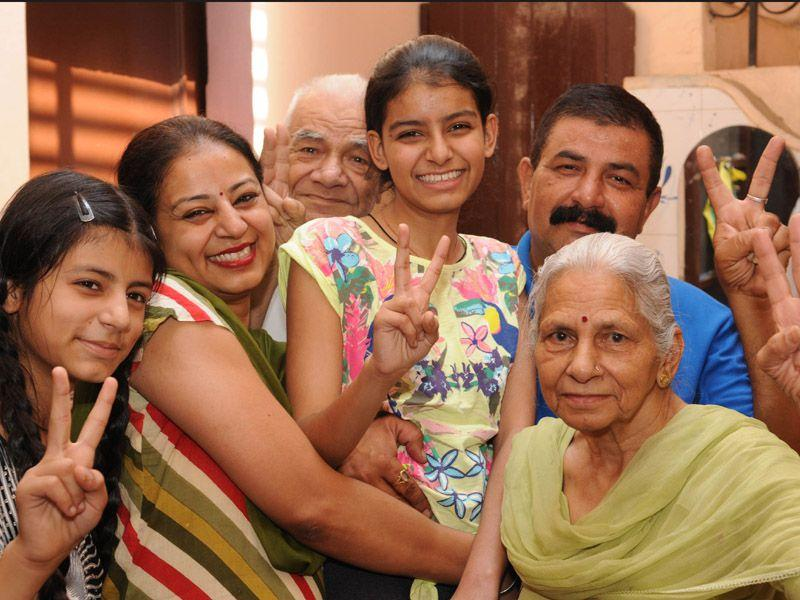 Diya who got 98.62% marks in PSEB class 10th exams with her family members in Phillaur, Jalandhar. Pardeep Pandit/HT Photo