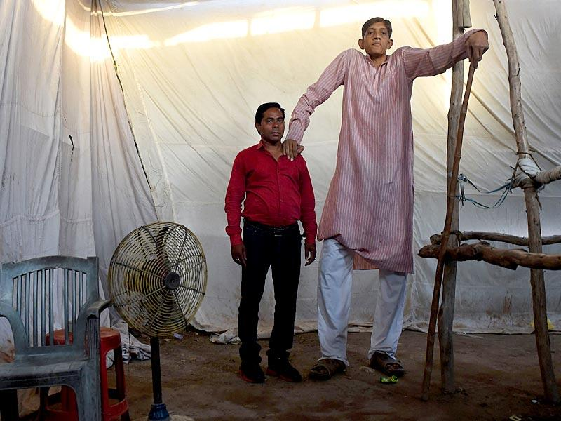 Dharmendra Singh poses with a visitor at the fair (AFP Photo)