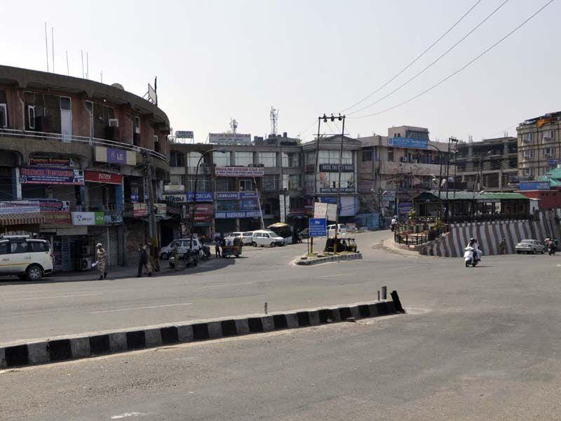 A deserted look during a protest shutdown called by traders and lawyers to press for setting up of an All India Institute of Medical Sciences (AIIMS) in Jammu. Nitin Kanotra/HT