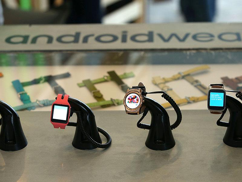 Google Android Wear smart watches are displayed during the 2015 Google I/O conference in San Francisco. Photo: AFP / Justin Sullivan