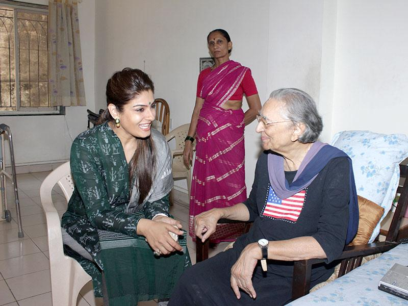 Bollywood actress Raveena Tandon visited an old age home at Worli as part of HT's No TV Weekend Festival. (Photo: Shakti Yadav)