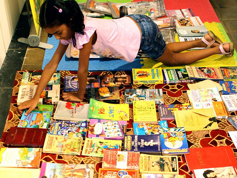 Children exchanged books during the book-swap program organised as part of HT No TV Weekend Festival at CST vastu sangrahalaya in Mumbai. (Arijit Sen/HT photo)