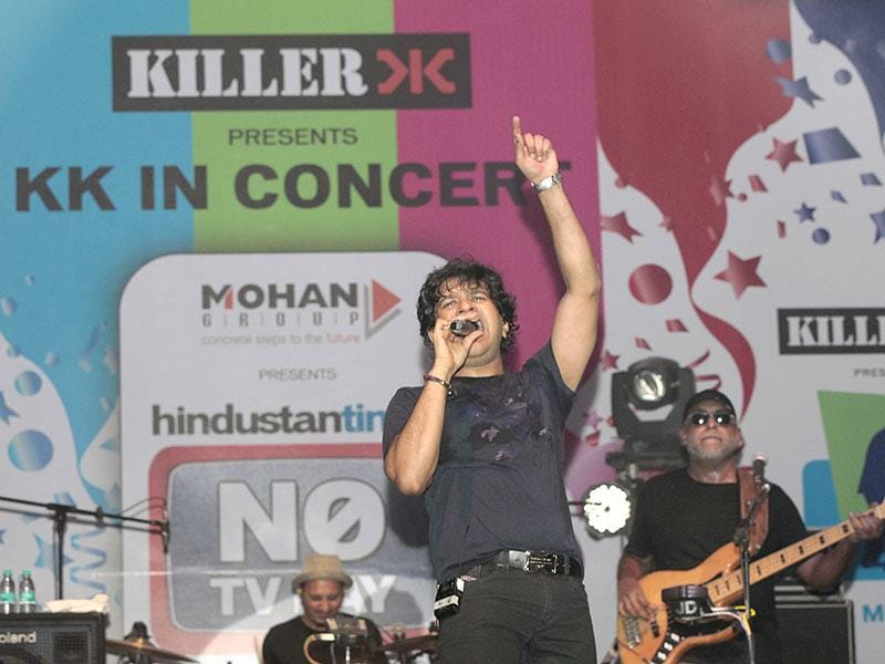 Singer KK performed in Byculla as part of HT's No TV Weekend, in Mumbai. (Pratham Gokhale/HT photo)