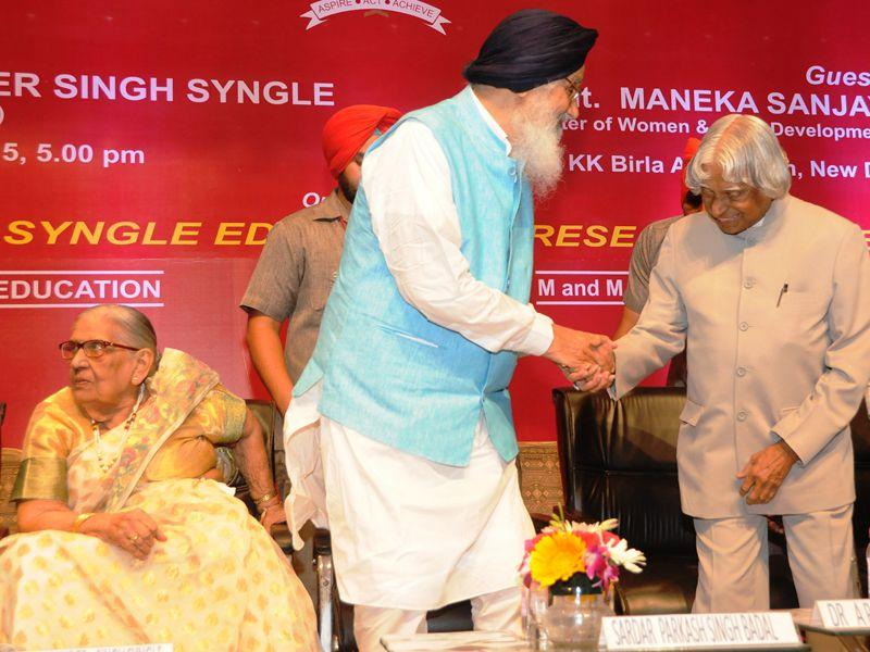 Punjab CM Parkash Singh Badal along with former President of India Dr. APJ Abdul Kalam during the ˜Malti Gyan Peeth Puraskar 2015