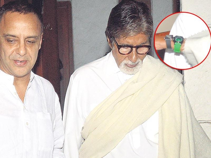 Amitabh Bachchan was seen outside Vidhu Vinod Chopra's house. He was wearing two watches. We wonder why? (Photo: Yogen Shah)