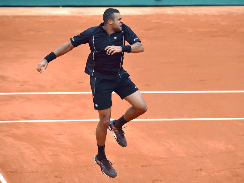 France's Jo-Wilfried Tsonga celebrates after defeating Czech Republic's Tomas Berdych during the men's singles fourth round match at the French Open in Paris. (AFP Photo)