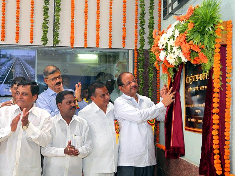 A new ticket booking office was inaugurated at Andheri station in Mumbai.(Pratham Gokhale/HT photo)