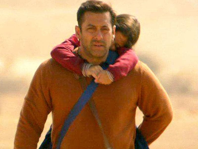 Salman Khan plays saviour to a Pakistani girl in Bajrangi Bhaijaan.