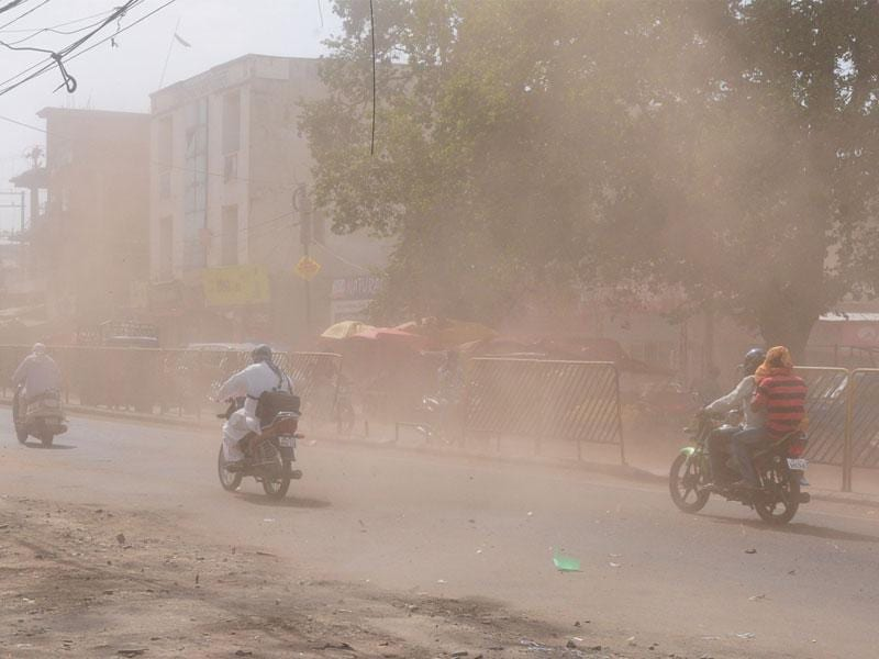 A dust storm coupled with high-speed winds hit Bhopal on Tuesday afternoon. (Mujeeb Faruqui/HT photo)