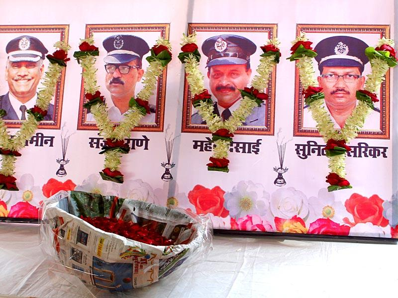 Mumbai Rajya Congress Committee organised a prayer meeting in the memory of fire fighters who died in the Kalbadevi blaze, in Mumbai. (Arijit Sen/HT photo)