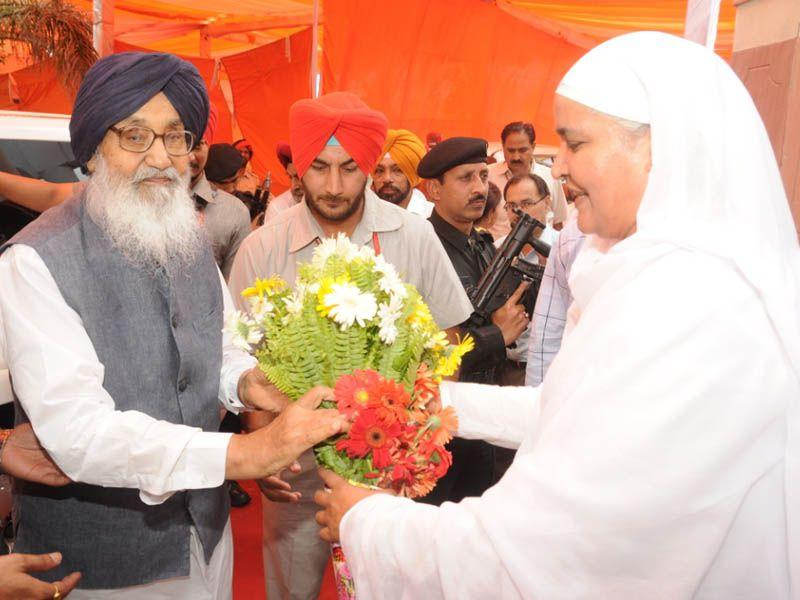 CM Badal along with SAD leader from Bholath Bibi Jagir Kaur attending the death anniversary of Sant Baba Prem Singh Muraale Wale at Begowal in Kapurthala. HT Photo