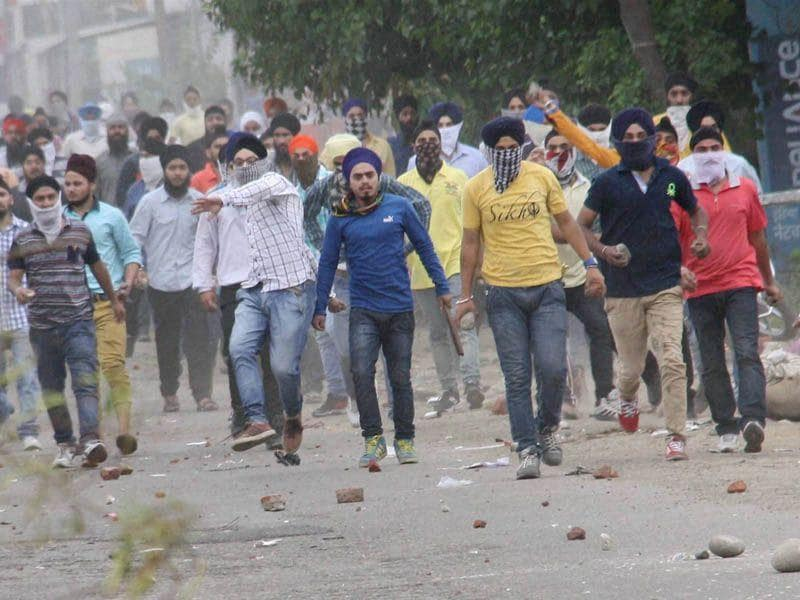 Sikh protesters pelting stones at police officials after they removed a poster of Jarnail Singh Bhindranwale at Rani Ragh near the airport in Jammu. Photo courtesy: PTI
