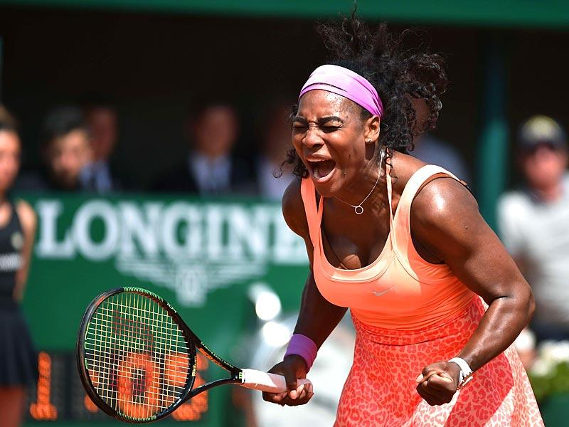Serena Williams of the United States screams emphatically in celebration of her victory over Italy's Sara Errani in their women's quarter final match of the 2015 French Open in Paris, France. (AFP Photo)