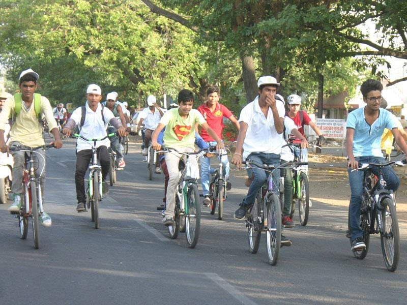 Members of Green Planet Bicycle Riders Association take out a cycle rally on the occasion of World Environment Day, in Bhopal on Friday. (Bidesh Manna/HT photo)