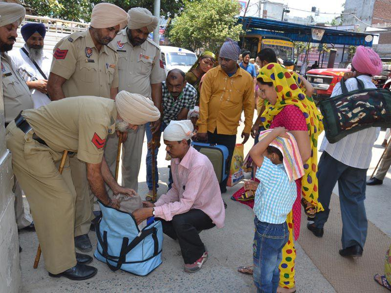 Cops checking the devotees bags at the main entrance of Golden Temple Sarai in Amritsar. Sameer Sehgal/HT