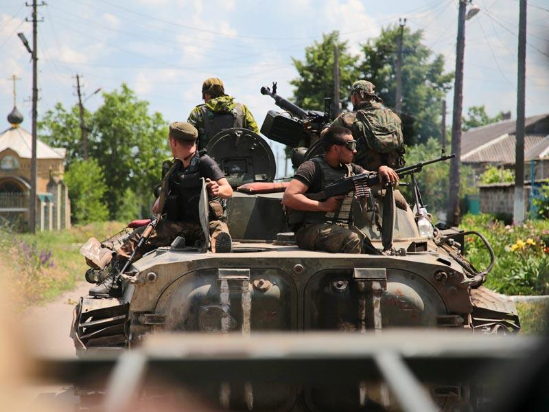 Ukrainian servicemen upon an Armoured Personal Carrier (APC) patrol through the small eastern Ukrainian city of Mariinka. The UN Security Council on Friday urged all sides in Ukraine to respect a Europe-brokered ceasefire, as the warring parties accused each other of endangering the truce. (AFP Photo)