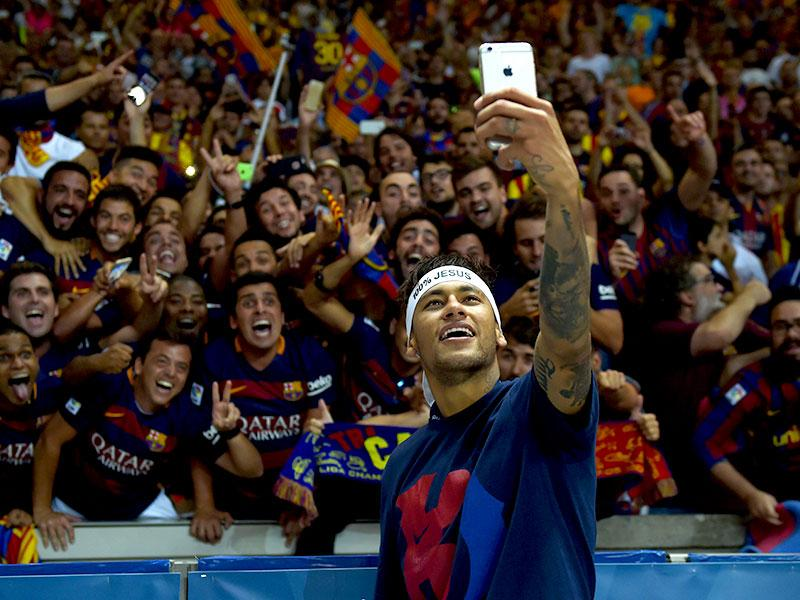 Barcelonas Neymar Takes Selfies With Fans After His Side Won The Uefa Champions League Final Against