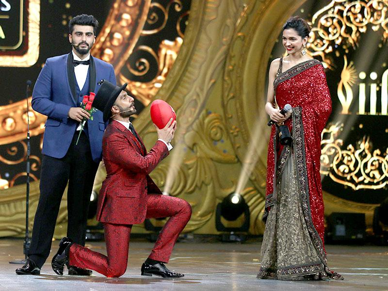 One of the best moments at IIFA 2015 saw Ranveer Singh going down on one knee for ladylove Deepika Padukone.