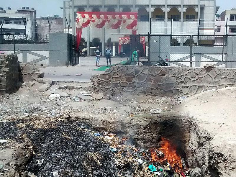The production of methane is not due to garbage burning. It is a common phenomenon at landfill sites. The garbage at these sites is around 5-25 years old and various greenhouse gases are released when it decomposes. (Sonu Mehta/ HT Photo)