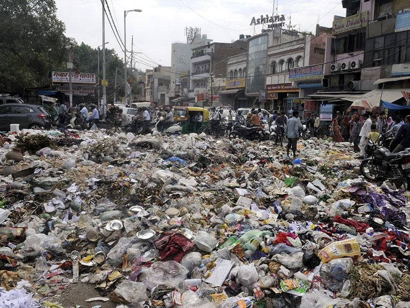 Areas like Geeta Colony, Vishwas Nagar, Jaffrabad, Yamuna Vihar, Shakarpur, Shahdara, Seelampur and Patparganj are badly hit as residential colonies, markets and slums are overflowing with garbage. (Sonu Mehta/ HT Photo)