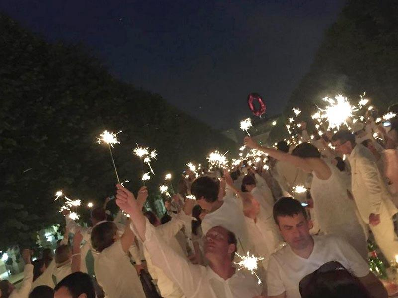 The tradition dates back to an event 26 years ago in Paris at which organisers invited guests to all wear white so they could be easily spotted in a park.