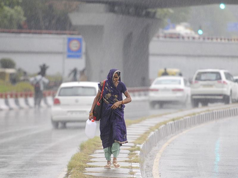 The sudden spells of rain in the capital on Saturday disrupted routine activities, but was indeed a great relief. (Sonu Mehta/ HT Photo)