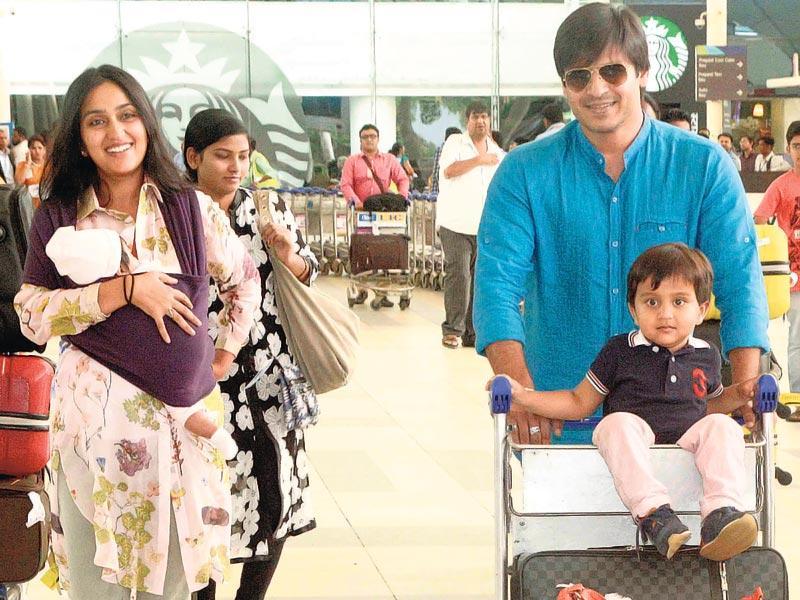 Vivek Oberoi and his wife, Priyanka Alva, spotted leaving Mumbai airport with their children, Vivaan Veer and Ameyaa Nirvana. (Photo: Yogen Shah)