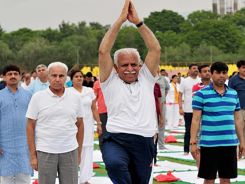 Haryana chief minister Manohar Lal Khattar performing Yoga during a two-day Yoga Prashikshan Shivir organised by Ramdev at Panchkula. (Keshav Singh/HT Photo)