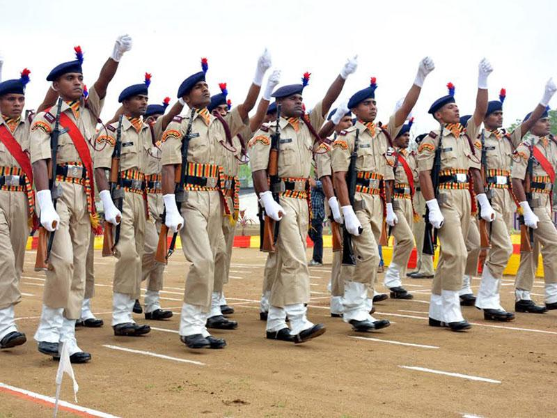 The passing out parade of the jawans of 82 Railway Protection Special Force was held at BSF Grounds in Indore on Monday. (Arun Mondhe/HT photo)