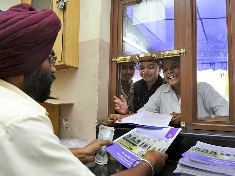The admission process for the new academic year in progress at the Khalsa College of Delhi Univesity North Campus in New Delhi. (HT Photo/Sushil Kumar)