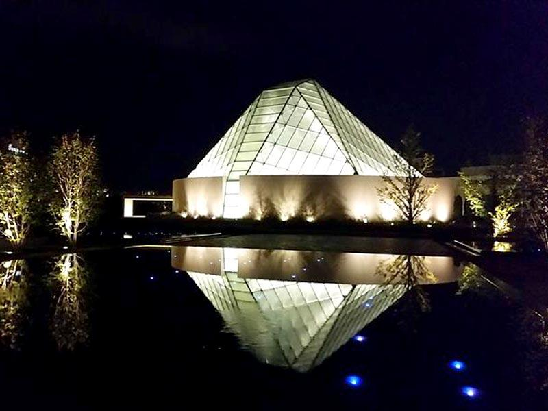 The most striking feature of the Ismaili Centre, Toronto is undoubtedly the prayer hall, with its crystalline frosted glass dome and elegant steel trusses. (Wikipedia Commons)