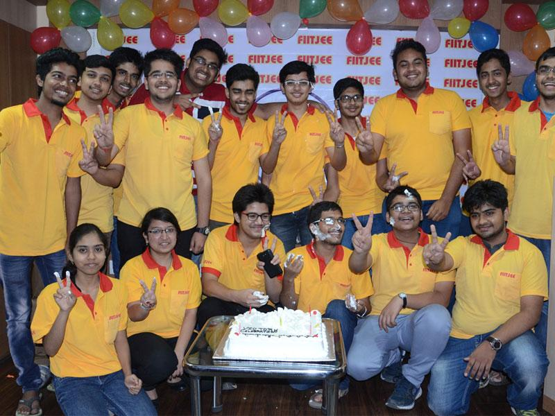 Toppers of IIT-JEE (advanced) celebrating their success, in Bhopal on Thursday.(Bidesh Manna/HT photo)