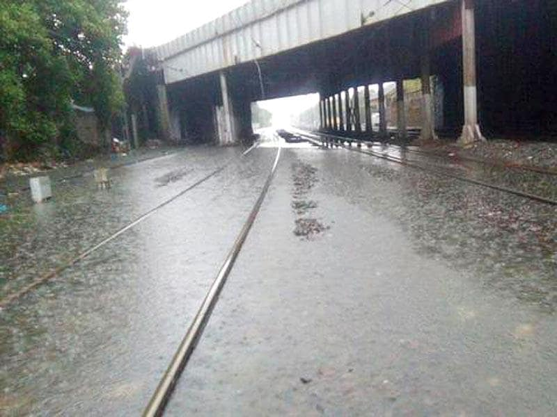 Central and Harbour railways have come to a grinding halt due to heavy rains in Mumbai (HT Photo)