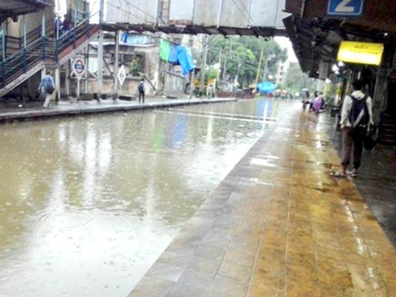 A view of the platform at a waterlogged railway station in Mumbai (HT Photo)