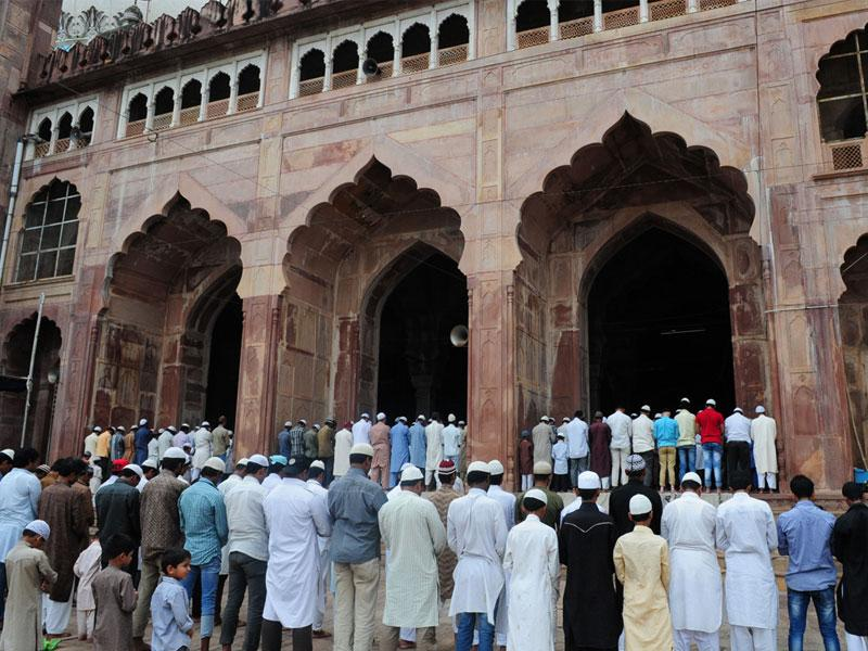 Muslims offer Namaz at Taj-ul-Masajid on the first day of holy month of Ramzan, in Bhopal on Friday. (Mujeeb Faruqui/HT photo)
