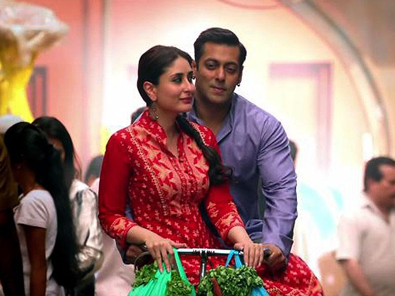 Salman Khan and Kareena Kapoor in a still from Bajrangi Bhaijaan.