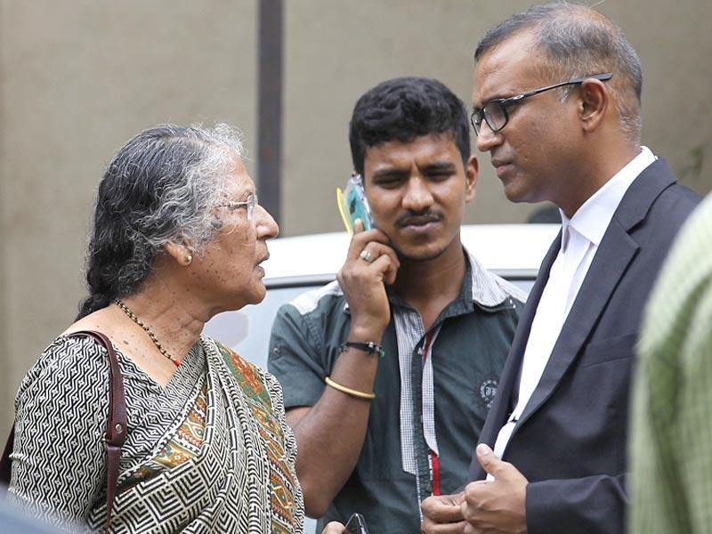 Advocate Janhavi Gadkar's mother, Sudha Gadkar was spotted at a Mumbai court. The Mumbai-based advocate was arrested for killing two people and injuring four in a drink driving accident. (Vijayanand Gupta/HT photo)