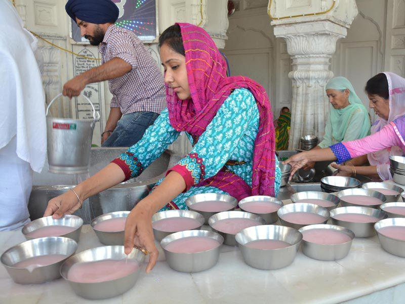 Sweetened water being served to devotees at the Golden Temple complex during a hot day in Amritsar on Sunday.Sameer Sehgal/HT