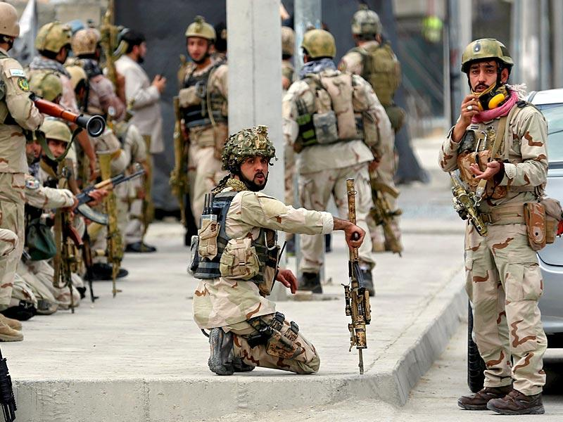 Members of Afghan security forces arrive at the site of the attack near the Afghan parliament in Kabul. (Reuters Photo)