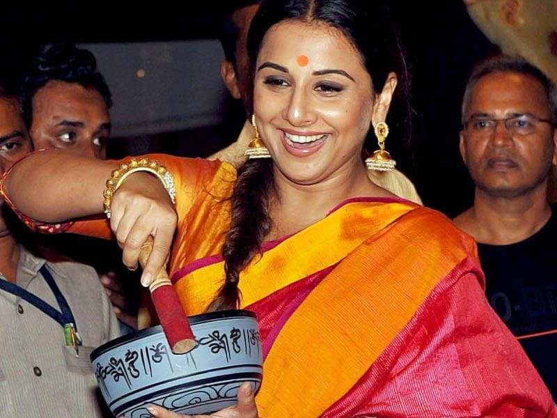 That's not a musical instrument Vidya! Vidya Balan at the Madhya Pradesh Tourism and Handicrafts exhibition at Jehangir Art Gallery in Mumbai on Tuesday. (PTI Photo)