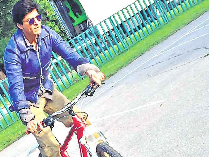 Shah Rukh Khan was seen enjoying a bicycle ride in the bylanes of Bulgaria. (Photo: Twitter)