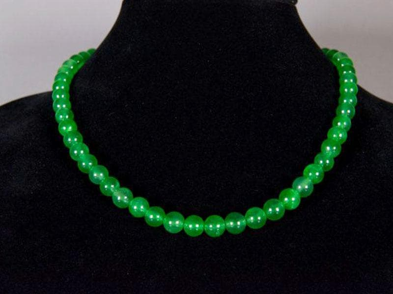 Green jade: In order to attract good opportunities in life and workplace, wear a Green Jade necklace.