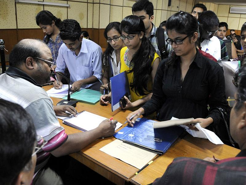 Students at the admission counter on the second day of common entrance test counselling going on at DAVV, in Indore on Friday. (Shankar Mourya/HT)