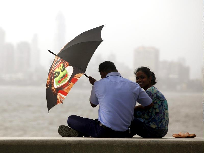 Almost after a week of heavy rainfall, Mumbaiites enjoyed a sunny afternoon. (Arijit Sen/HT photo)