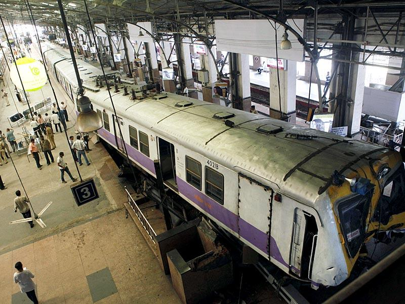 The train rammed into the dead end at Churchgate railway station here, leaving a woman seriously injured and disrupting suburban Mumbai train services on the Western line (Arijit Sen/ HT Photo)
