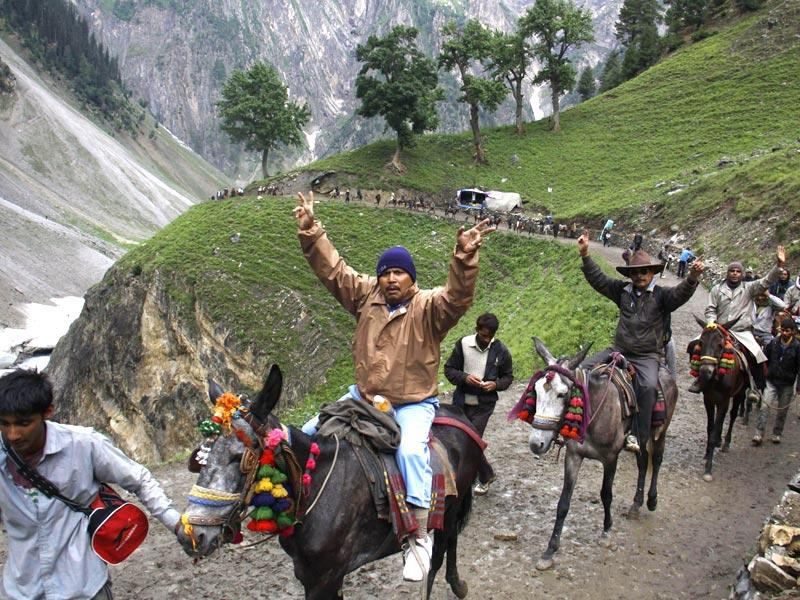 Pilgrims trek the route to the Amarnath cave shrine situated in a narrow gorge at the farther end of Lidder Valley. (Waseem Andrabi/ HT Photo)